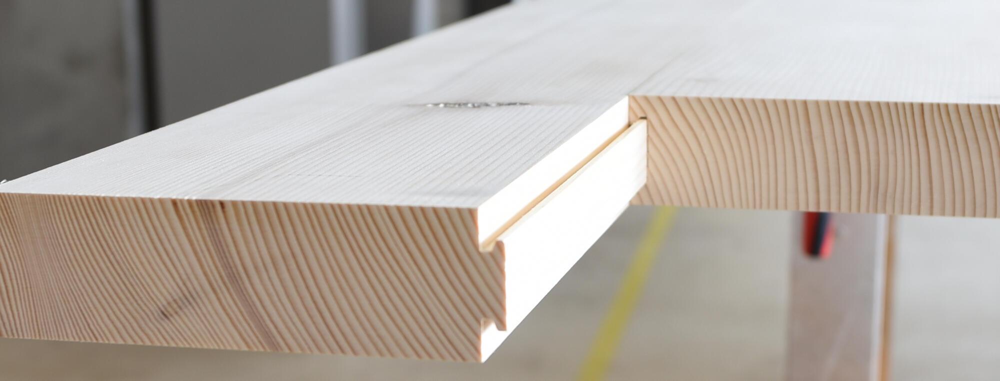 Unsere, zum europäischen Patent angemeldete, Ankernutverbindung wird rationell, mit computergesteuerten Maschinen gefräst. Sie ermöglicht leimfreie Verbindungen für dickere Holzplatten wie zum Beispiel Zimmertüren.